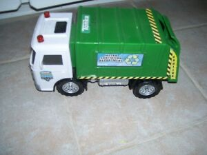 green tonka garbage truck West Island Greater Montréal image 1