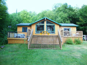 *** LOVELY WATERFRONT ON BUCK LAKE-MUSKOKA-HUNTSVILLE***