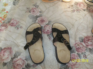 selling summer sandals :