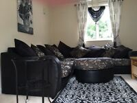 Luxurious 5 seater corner suite with pouffe £550 on