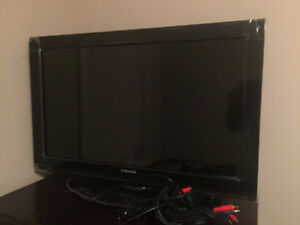 "32"" LCD TOSHIBA TV - MINT CONDITION"