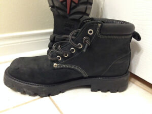 Roots Canada TUFF Boots size lady's 8.5 black suede