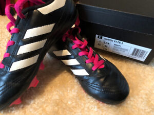 Girls soccer cleats - youth size 1