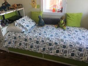 Lit et tête de lit pour enfant avec rangement IKEA