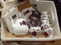 Vintage Colclough tea set rose / amoretta design in wicker basket
