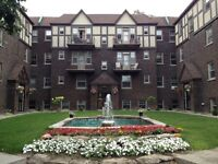 $860 / 1br - renovated 3 1/2 - For July 1st in Queen Mary (CDN-N