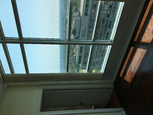 Modern 1400sqftUpper Penthous Square One Area - Ready to Move in