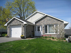 Central East Hill, Belleville: Rooms by the Day, Week or Month