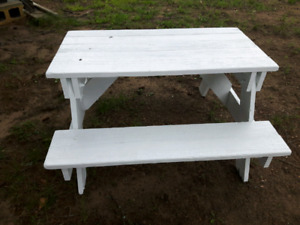 CUTE CHILD'S WOODEN PICNIC TABLE