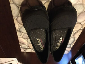 Ladies Black Skechers sz9