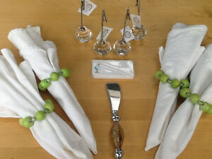4 TABLE SETTINGS WITH PLACECARDS