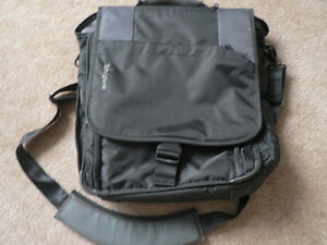 LARGE TARGUS LAPTOP BAG/ BRIEFCASE