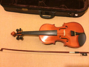 1/2 size violin, with bow and case.