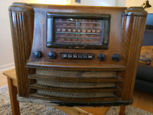 Westinghouse Canada Model 780C tube radio