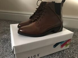 Women's boots size UK 4. Only worn once