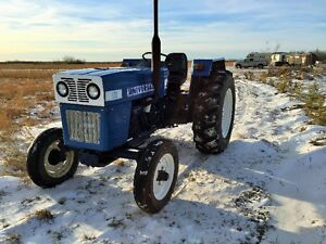UNIVERSAL TRACTOR LOW HOURS