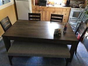 Table et Chaise moderne de IKEA a vendre