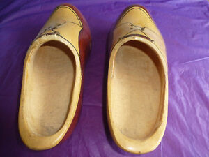 ANTIQUE HAND-CARVED & HAND-PAINTED DUTCH WOODEN SHOES Kingston Kingston Area image 3