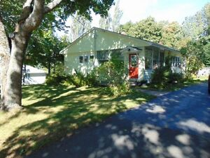 2+2 BD/WELL MAINTAINED & UPGRADED/WALK TO AMENITIES IN WOLFVILLE