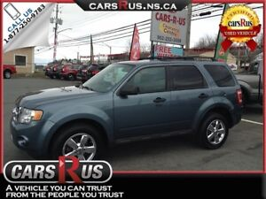 2011 Ford Escape XLT....includes 4 FREE winter tires!!! AWD!