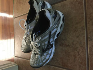 Mizuno volleyball shoes Sz. 12 - from Men's Junior Team Canada