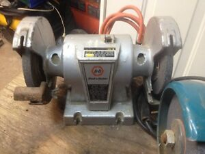 Black &Decker ---Bench Grinder