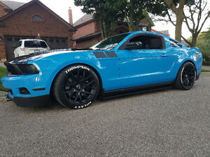2012 Ford Mustang Leather Coupe (2 door)