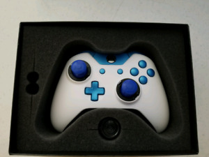 Scuf Xbox 1 controller with case.