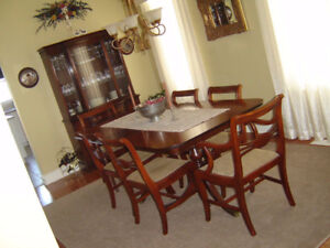 SOLID WOOD DINING ROOM SET -9 PIECES