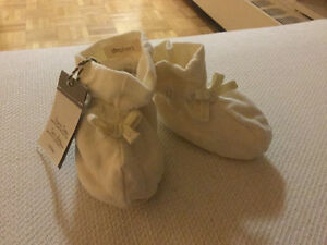 Baby gap organic cotton booties with tag