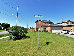 ***FOR LEASE IN PRIME LOCATION IN BARRIE***