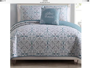 *Brand New*  never used 4 Piece Queen Size Quilt Set