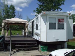 "caravane de parc ""Canadien Country Cottage"" de 37 pieds"