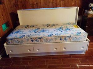 Base de lit simple (4) avec 3 tiroirs avec ou sans matelas (2)