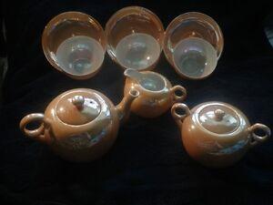 service à thé en porcelaine lustrée ou lusterware