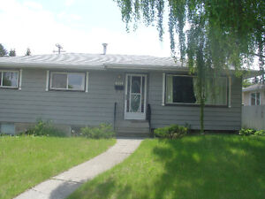 Large 4 BR plus large Den, 2 bathroom House in Acadia.