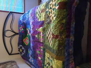 Quilt with optional wall hanging