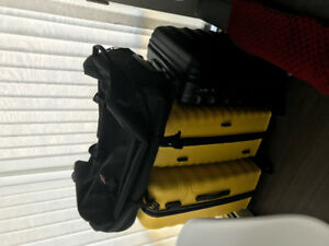 7 suitcases for sale, once used CAD$60 each all for $400