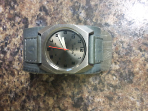 Nixon watch - mens