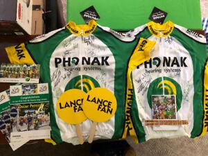 2 dossards de cyclistes signés par toute l'équipe Phonak