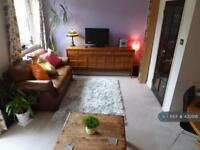 3 bedroom flat in Mace Street, London, E2 (3 bed)