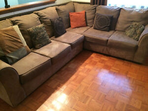 Clean Sectional Sofa Cornwall Ontario image 2