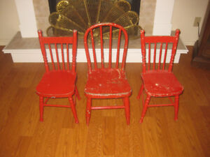 ASSORTMENT OF CHILDRENS TOYS/FURNITURE