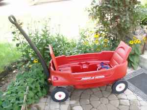Radio Flyer Wagon for 2 / Little Tikes Little Explorer Wagon