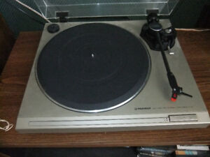 PIONEER PL-2 TURNTABLE  + 12 LP REORDS