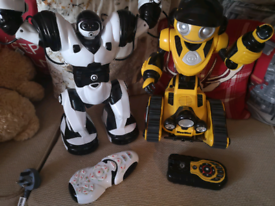 Roborover wowwee with remote and robosapien and remote great condition