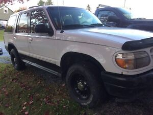 2000 Ford Explorer 4x4 need gone 1000$