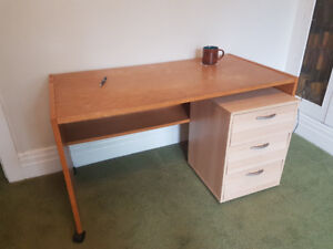 Compact, practical writing desk and drawers