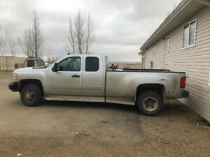 2011 Chev 3500 dually