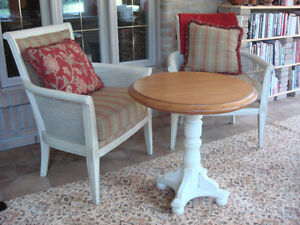 OCCASIONAL TABLE with 2 x MATCHING CHAIRS West Island Greater Montréal image 2
